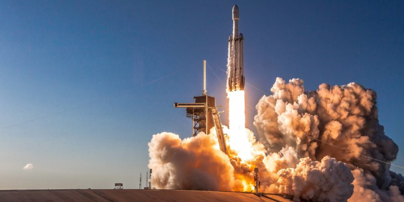 SpaceX loses Falcon Heavy center core in fiery explosion during failed landing