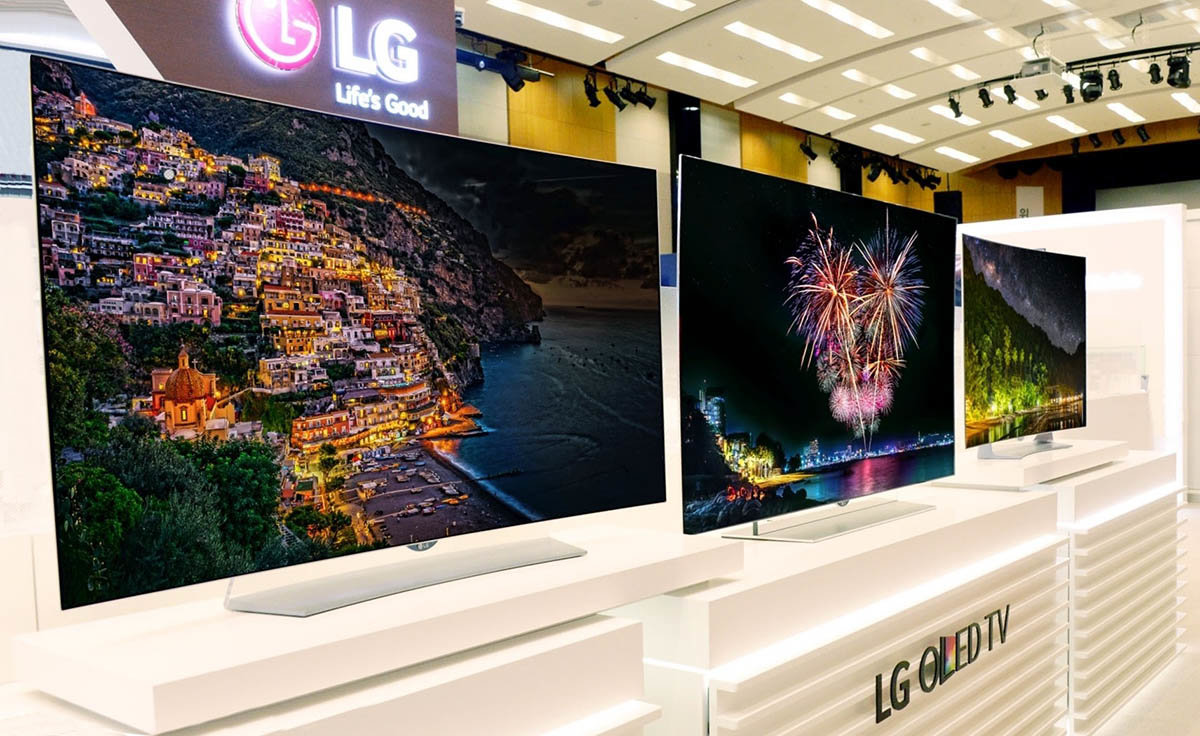 LG 4K TVs in LG showroom