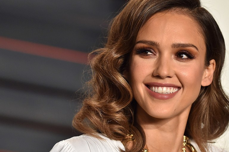 Jessica Alba's Twitter handle got HACKED!