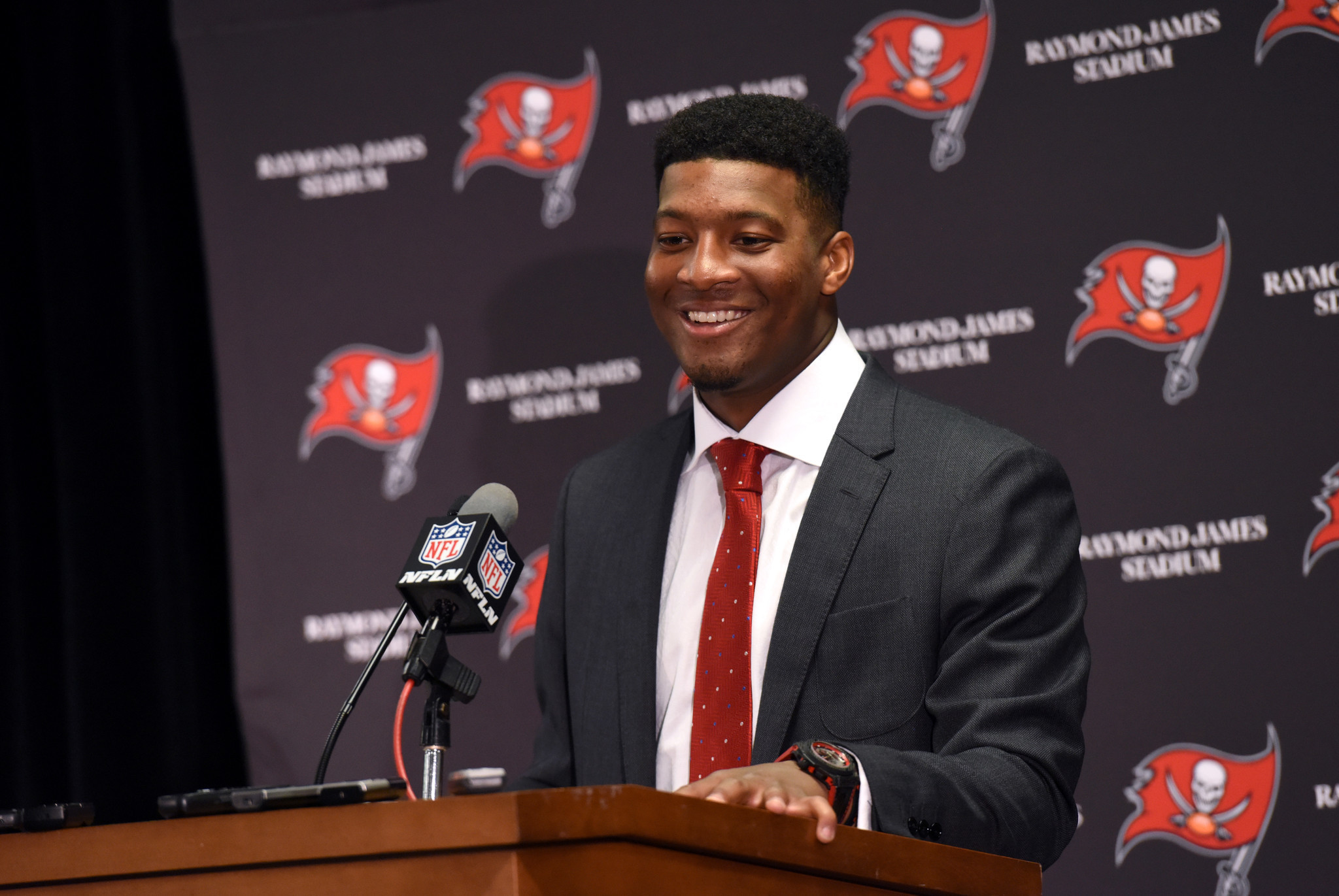 Jameis Winston to Stay with Buccaneers
